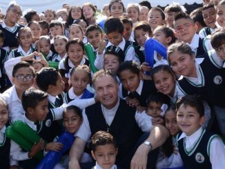 """W czwartek, 19 kwietnia Przełożony Generalny rozpoczął swoją wizytę od Instytutu """"Don Bosco"""" w León, w stanie Guanajuato, gdzie tysiąc wychowanków i innych ludzi młodych, <a class=""""mh-excerpt-more"""" href=""""https://www.zyciezakonne.pl/wiadomosci/swiat/meksyk-przelozony-generalny-dzielimy-cenne-poslannictwo-na-rzecz-mlodziezy-76136/"""" title=""""Meksyk – Przełożony Generalny: """"Dzielimy cenne posłannictwo na rzecz młodzieży"""""""">[...]</a>"""
