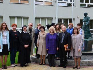 """W Tomsku, na Syberii, działa katolicka szkoła prowadzona przez Towarzystwo Jezusowe, której nauczyciele szkolą się od kilku lat w Centrum Arrupe. To jedyna szkoła jezuicka <a class=""""mh-excerpt-more"""" href=""""https://www.zyciezakonne.pl/wiadomosci/kraj/nauczyciele-z-jezuickiej-szkoly-na-syberii-z-wizyta-w-polsce-76139/"""" title=""""Nauczyciele z jezuickiej szkoły na Syberii z wizytą w Polsce"""">[...]</a>"""