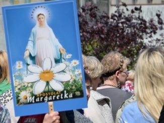 """Dwudniowe spotkanie w Niepokalanowie rozpoczęło się dokładnie w setną rocznicę przyjęcia święceń kapłańskich przez o. Maksymiliana Kolbe. Wzięli w nim udział członkowie wspólnot modlących się <a class=""""mh-excerpt-more"""" href=""""https://www.zyciezakonne.pl/wiadomosci/kraj/niepokalanow-w-100-rocznice-swiecen-kaplanskich-sw-maksymiliana-spotkaly-sie-wspolnoty-modlitwy-za-ksiezy-76301/"""" title=""""Niepokalanów: W 100. rocznicę święceń kapłańskich św. Maksymiliana spotkały się wspólnoty modlitwy za księży"""">[...]</a>"""