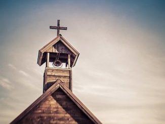 Usłyszała krzyk kobiety na parkingu przed kościołem i bez wahania pobiegła na pomoc.