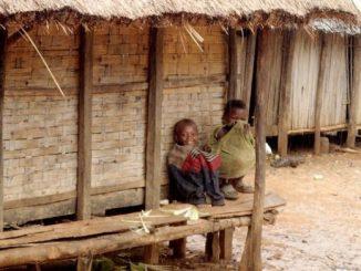 """W szkole w miejscowości Befasy na Madagaskarze wciąż czuć zapach świeżej farby. Budynek wybudowany dzięki środkom przekazanym przez archidiecezję poznańską od niedawna służy ponad 200 <a class=""""mh-excerpt-more"""" href=""""https://www.zyciezakonne.pl/wiadomosci/swiat/oblaci-nmp-poznanska-wioska-na-madagaskarze-76755/"""" title=""""Oblaci NMP: Poznańska wioska na Madagaskarze"""">[...]</a>"""