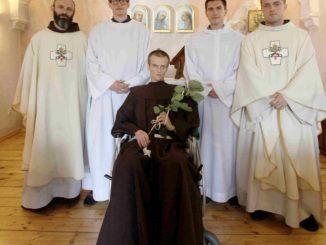 """We wtorek, 26 czerwca o godz. 17.00 w kaplicy konwentu panewnickiego postulant Piotr Czaj, znajdujący się in articulo mortis, otrzymał za specjalną zgodą ministra generalnego <a class=""""mh-excerpt-more"""" href=""""https://www.zyciezakonne.pl/wiadomosci/kraj/wybral-chrystusa-77428/"""" title=""""Wybrał Chrystusa"""">[...]</a>"""