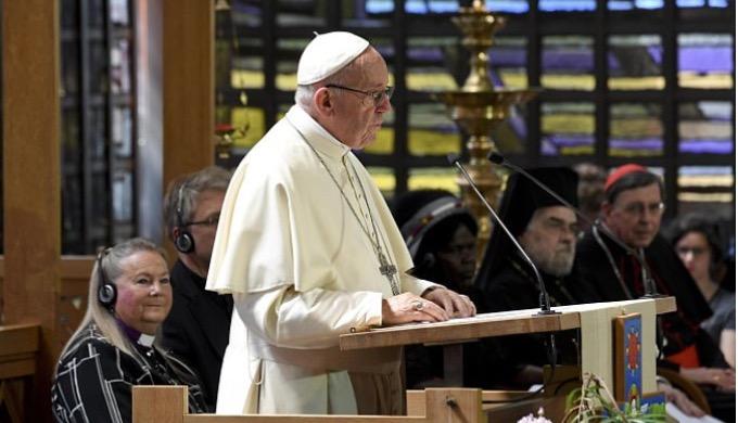 Papież Franciszek powiedział w czwartek w siedzibie Światowej Rady Kościołów w Genewie, że podziały wśród chrześcijan są zgorszeniem, bo prowadzą do wojen i zniszczenia.