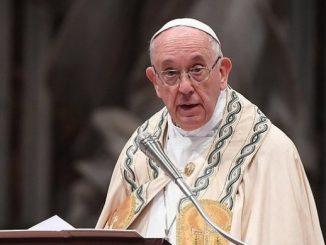 """W homilii Franciszek wymienił pokusy i pragnienia uczniów Jezusa: """"dążenie do pierwszych miejsc, zazdrość, intrygi, kompromisy i układy""""."""