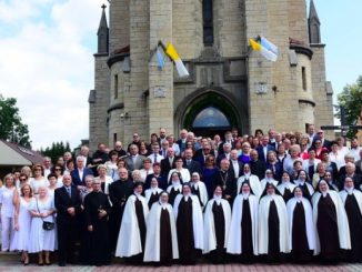 14 lipca pod przewodnictwem bpa Adama Wodarczyka wspólnota Sióstr Karmelitanek dziękowała za półwiecze posługi na imielińskiej ziemi.