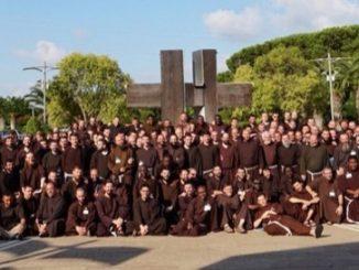 """W dniach 8-12 lipca 2018 roku obyło się w Rzymie spotkanie kapucyńskich postnowicjatów z całej Europy. Pojechaliśmy na nie razem z braćmi z Prowincji Warszawskiej, <a class=""""mh-excerpt-more"""" href=""""http://www.zyciezakonne.pl/wiadomosci/swiat/kapucyni-spotkanie-postnowicjatow-z-calej-europy-77833/"""" title=""""Kapucyni: Spotkanie postnowicjatów z całej Europy"""">[...]</a>"""