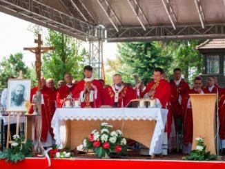 """""""Jeśli Jezus nauczył nas miłości oddając życie, to jego uczeń musi wejść na tę drogę. My także – pisze św. Jan – winniśmy oddać życie <a class=""""mh-excerpt-more"""" href=""""http://www.zyciezakonne.pl/wiadomosci/kraj/uroczystosci-77-rocznicy-sw-maksymiliana-14-08-2018-r-78362/"""" title=""""Uroczystości 77. rocznicy św. Maksymiliana – 14.08.2018 r."""">[...]</a>"""