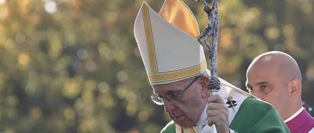 """Papież Franciszek podczas spotkania z przedstawicielami duchowieństwa Litwy w katedrze w Kownie w niedzielę mówił, że w historii Kościoła tego kraju było wielu męczenników, także <a class=""""mh-excerpt-more"""" href=""""https://www.zyciezakonne.pl/wiadomosci/swiat/papiez-do-litewskich-ksiezy-jestescie-dziecmi-meczennikow-to-jest-wasza-sila-nie-badzcie-funkcjonariuszami-boga-79048/"""" title=""""Papież do litewskich księży: jesteście dziećmi męczenników! To jest wasza siła. Nie bądźcie funkcjonariuszami Boga!"""">[...]</a>"""