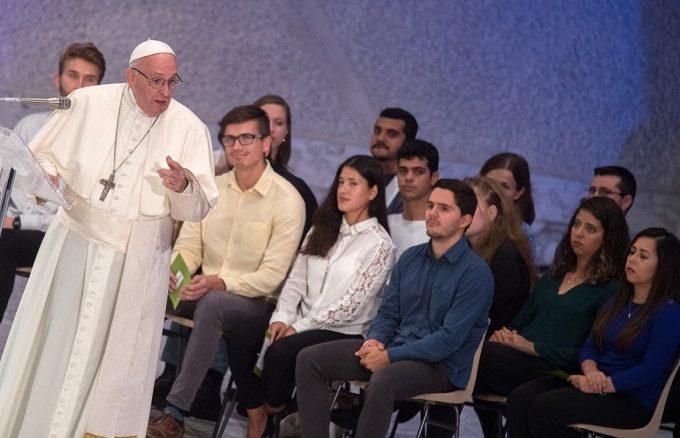 """""""Wiara"""" i """"rozeznanie powołania"""" to główne motywy debaty drugiego etapu rozpoczętego 3 października w Watykanie XV Zwyczajnego Zgromadzenia Ogólnego Synodu Biskupów. Jego temat brzmi: """"Młodzież, <a class=""""mh-excerpt-more"""" href=""""https://www.zyciezakonne.pl/wiadomosci/swiat/wiara-i-powolanie-drugi-tydzien-synodu-79571/"""" title=""""Wiara i powołanie – drugi tydzień Synodu"""">[...]</a>"""