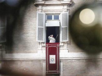"""O postawie Maryi, gotowej przyjąć wolę Boga i nieść ją w niełatwej codzienności mówił Papież w czasie rozważania przed modlitwą """"Anioł Pański"""". W uroczystość Niepokalanego <a class=""""mh-excerpt-more"""" href=""""https://www.zyciezakonne.pl/wiadomosci/swiat/franciszek-postawa-oto-jestem-antidotum-na-egoizm-i-niespelnienie-81254/"""" title=""""Franciszek: Postawa """"oto jestem"""" antidotum na egoizm i niespełnienie"""">[...]</a>"""