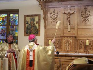 """– Nie mogło być lepszego dnia, aby się spotkać na modlitwie i radować, że na powrót w tej kaplicy mieszka Bóg. – mówił metropolita krakowski <a class=""""mh-excerpt-more"""" href=""""https://www.zyciezakonne.pl/wiadomosci/kraj/slowo-rozbilo-namiot-wsrod-nas-81879/"""" title=""""Słowo rozbiło namiot wśród nas"""">[...]</a>"""