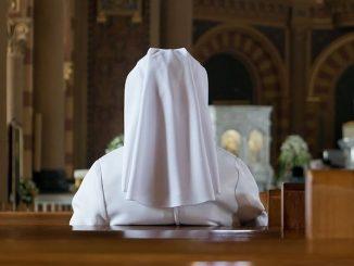 """15 grudnia odbył się adwentowy dzień skupienia sióstr przełożonych pełniących posługę w diecezji świdnickiej. Tematem spotkania były słowa: """"Kształtowani na wzór Jezusa przez Ducha Świętego""""."""