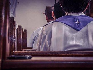 Pięciu zakonników zostało rannych w czwartkowym ataku co najmniej dwóch mężczyzn w kościele w wiedeńskiej dzielnicy Floridsdorf – podały austriackie media.