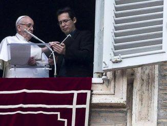 """""""Służenie Panu to słuchanie i wprowadzanie Jego Słowa w czyn"""" – powiedział papież w rozważaniu poprzedzającym niedzielną modlitwę """"Anioł Pański""""."""