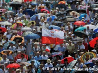 """W 2018 r. Jasną Górę nawiedziło 4,3 mln pielgrzymów, z czego 834 tys. osób przybyło do Sanktuarium w 200 ogólnopolskich pielgrzymkach. To więcej niż w <a class=""""mh-excerpt-more"""" href=""""https://www.zyciezakonne.pl/wiadomosci/kraj/wiecej-pielgrzymow-na-jasnej-gorze-statystyka-za-rok-2018-81945/"""" title=""""Więcej pielgrzymów na Jasnej Górze – statystyka za rok 2018"""">[...]</a>"""