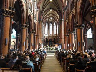 """W dniach od 19 stycznia do 20 stycznia 2019 r. w kilku katolickich kościołach w Holandii wierni mogli uczestniczyć w peregrynacji i instalacji relikwii I <a class=""""mh-excerpt-more"""" href=""""https://www.zyciezakonne.pl/wiadomosci/swiat/meczennicy-z-pariacoto-w-kraju-tulipanow-82484/"""" title=""""Męczennicy z Pariacoto w kraju tulipanów"""">[...]</a>"""