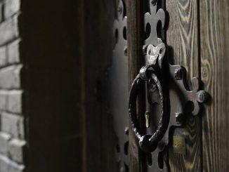 """Ojcowie karmelici, którzy opiekują się kościołem i parafią w Miadziole na północnej Białorusi, odnaleźli zamurowane w ścianie świątyni przedwojenne księgi parafialne i relikwie świętych. """"Skarby"""" <a class=""""mh-excerpt-more"""" href=""""https://www.zyciezakonne.pl/wiadomosci/swiat/niezwykle-odkrycie-w-klasztorze-karmelitow-to-dar-od-boga-inaczej-nie-da-sie-tego-nazwac-81910/"""" title=""""Niezwykłe odkrycie w klasztorze karmelitów. """"To dar od Boga, inaczej nie da się tego nazwać"""""""">[...]</a>"""