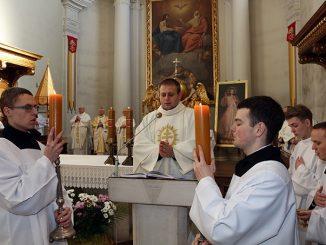 """Przygotowaniem duchowym do przeżywania kolejnej rocznicy papieskiej aprobaty naszego Zgromadzenia był dzień skupienia, który rozpoczął się w piątkowy wieczór 15 lutego 2019 roku. Naszym duchowym <a class=""""mh-excerpt-more"""" href=""""https://www.zyciezakonne.pl/wiadomosci/kraj/swiety-krzyz-rocznica-zatwierdzenia-zgromadzenia-w-domu-nowicjatu-i-wspolnocie-swietokrzyskiej-83505/"""" title=""""Święty Krzyż: rocznica zatwierdzenia Zgromadzenia w domu nowicjatu i wspólnocie świętokrzyskiej"""">[...]</a>"""