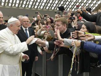 """Jesteśmy żebrakami, którym w trakcie wędrówki grozi, że nigdy nie znajdą w pełni skarbu, którego szukają od pierwszego dnia życia: miłości – mówił Papież Franciszek <a class=""""mh-excerpt-more"""" href=""""https://www.zyciezakonne.pl/wiadomosci/swiat/papiez-franciszek-jestesmy-zebrakami-nieskonczonej-milosci-83723/"""" title=""""Papież Franciszek: jesteśmy żebrakami nieskończonej miłości"""">[...]</a>"""