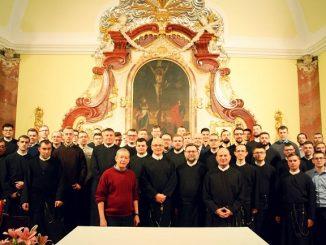 """""""Gość w dom, Bóg w dom!"""" – mówi polskie przysłowie. Tak się składa, że w sobotę, 16 lutego 2019 r., w murachWyższego Seminarium Duchownego Redemptorystów <a class=""""mh-excerpt-more"""" href=""""https://www.zyciezakonne.pl/wiadomosci/kraj/redemptorysci-dac-sie-zaskoczyc-panu-bogu-spotkanie-wspolnot-formacyjnych-z-o-generalem-83697/"""" title=""""Redemptoryści. """"Dać się zaskoczyć Panu Bogu"""" – spotkanie wspólnot formacyjnych z O. Generałem"""">[...]</a>"""