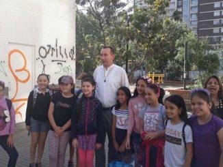 """O Janusz Furtak przebywa obecnie na misjach w Chile w parafii w Santiago. Działa tam założona świetlica Calasanz, która przyjmuje ponad 60 dzieci dziennie przez <a class=""""mh-excerpt-more"""" href=""""https://www.zyciezakonne.pl/wiadomosci/swiat/pijarzy-wiesci-z-chile-84555/"""" title=""""Pijarzy. Wieści z Chile"""">[...]</a>"""