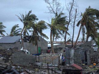 """14-15 marca w Mozambik, Zimbabwe i Malawi uderzył tropikalny cyklon Idai. Mimo iż wiatr, wchodząc nad ląd, stracił nieco na sile, jego porywy osiągały blisko <a class=""""mh-excerpt-more"""" href=""""https://www.zyciezakonne.pl/wiadomosci/swiat/mozambik-ogromne-zniszczenia-ale-werbisci-bezpieczni-84544/"""" title=""""Mozambik. Ogromne zniszczenia, ale werbiści bezpieczni"""">[...]</a>"""