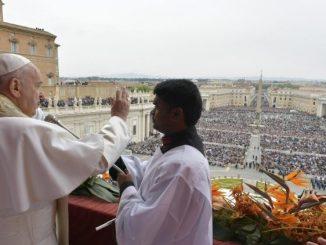 """Chrystus żyje! On jest nadzieją i młodością dla każdego z nas i dla całego świata. Pozwólmy Mu się odnowić! – to apel, który Papież Franciszek <a class=""""mh-excerpt-more"""" href=""""https://www.zyciezakonne.pl/wiadomosci/swiat/papiez-na-urbi-et-orbi-chrystus-nadzieja-i-mlodoscia-swiata-85525/"""" title=""""Papież na Urbi et Orbi: Chrystus nadzieją i młodością świata"""">[...]</a>"""
