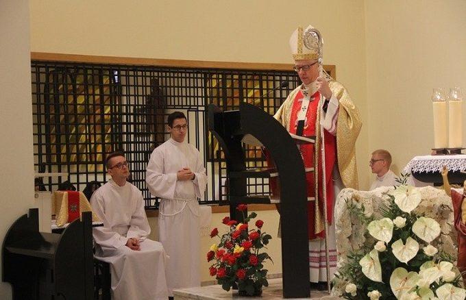 W poniedziałkowy poranek metropolita katowicki sprawował Eucharystię w klasztorze sióstr karmelitanek w Katowicach.