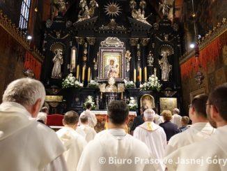 Modlitwa wynagradzająca za profanację Jasnogórskiego Wizerunku Matki Bożejtrwa w niedzielę Miłosierdzia Bożego na Jasnej Górze.