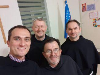 """9 kwietnia 2019 r. w Bucharze, podczas wizytacji kanonicznej, Ojciec Prowincjał Marian Gołąb w obecności miejscowej wspólnoty braci, dokonał poświęcenia nowego budynku jeszcze nie erygowanego <a class=""""mh-excerpt-more"""" href=""""https://www.zyciezakonne.pl/wiadomosci/swiat/uzbekistan-poswiecenie-nowego-budynku-przyszlego-klasztoru-w-bucharze-85578/"""" title=""""Uzbekistan. Poświęcenie nowego budynku przyszłego klasztoru w Bucharze"""">[...]</a>"""