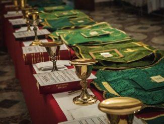 """Szósta edycja największych na świecie warsztatów liturgicznych Ars Celebrandi dobiegła końca. W dniach 11-18 lipca w licheńskim sanktuarium około 200 uczestników doskonaliło się w celebrowaniu <a class=""""mh-excerpt-more"""" href=""""https://www.zyciezakonne.pl/wiadomosci/kraj/zakonczyly-sie-warsztaty-ars-celebrandi-w-licheniu-87889/"""" title=""""Zakończyły się warsztaty Ars Celebrandi w Licheniu"""">[...]</a>"""