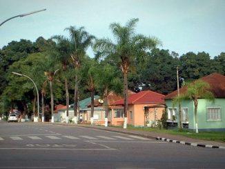 """Dundo to 300-tysięczne miasto położone nad rzeką Luachimo w północno-wschodniej Angoli w odległości ok. 6 km od granicy z Demokratyczną Republiką Kongo. Od 2000 roku <a class=""""mh-excerpt-more"""" href=""""https://www.zyciezakonne.pl/wiadomosci/swiat/werbisci-na-krancach-swiata-dundo-88842/"""" title=""""Werbiści na krańcach świata: Dundo"""">[...]</a>"""