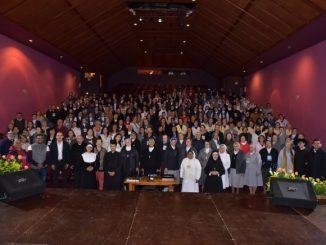 """W dniach 15-18 sierpnia, w salezjańskim koledżu """"Leon XIII"""" odbył się I Kongres Salezjańskiej Duchowości. Uczestniczyli w nim salezjanie współpracownicy, córki Maryi Wspomożycielki, salezjanie i <a class=""""mh-excerpt-more"""" href=""""https://www.zyciezakonne.pl/wiadomosci/swiat/i-kongres-rodziny-salezjanskiej-poswiecony-salezjanskiej-duchowosci-w-kolumbii-88875/"""" title=""""Kolumbia – I Kongres Rodziny Salezjańskiej"""">[...]</a>"""