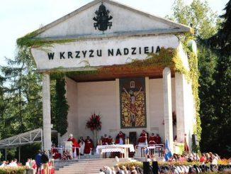 """5 września w opactwie cystersów w krakowskiej Mogile, gdzie znajduje się cudowny wizerunek Chrystusa na krzyżu, odbył się odpust ku czci Podwyższenia Krzyża Świętego. Tysiące <a class=""""mh-excerpt-more"""" href=""""https://www.zyciezakonne.pl/wiadomosci/kraj/odpust-w-opactwie-cystersow-w-mogile-89605/"""" title=""""Odpust w opactwie cystersów w Mogile"""">[...]</a>"""