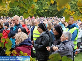 """W ostatnią sobotę września odbyła się już 20. edycja Rajdu Pielgrzymkowego. Na Święty Krzyż przybyło ponad 3 tysiące uczestników rajdu. Uczestniczyli w Mszy świętej, której <a class=""""mh-excerpt-more"""" href=""""https://www.zyciezakonne.pl/wiadomosci/kraj/swiety-krzyz-jubileuszowy-rajd-pielgrzymkowy-89952/"""" title=""""Święty Krzyż: Jubileuszowy Rajd Pielgrzymkowy"""">[...]</a>"""