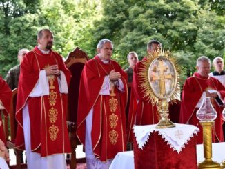 W Sanktuarium na Świętym Krzyżu odbyły się główne uroczystości odpustowe. Mszy św. przewodniczył bp Krzysztof Nitkiewicz.