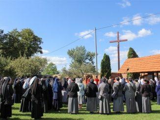 Druga sobota września to dzień (14.09.2019), w którym osoby życia konsekrowanego pielgrzymują do sanktuarium Matki Bożej na Świętej Górze w Gostyniu.