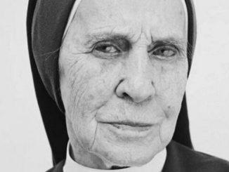 Siostra Lucyna Reszczyńska odeszła w niedzielę podczas porannej Mszy świętej w klasztorze szarytek na warszawskiej Tamce.