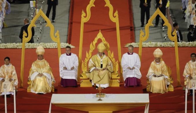 Ponad 60 tys. wiernych przybyło na mszę odprawioną w czwartek przez papieża Franciszka na stadionie narodowym w stolicy Tajlandii, Bangkoku.
