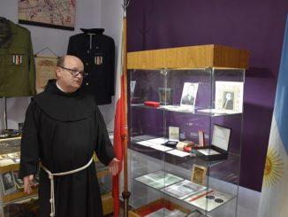 Ponad 800 eksponatów można zobaczyć w Muzeum Wojska Polskiego, prowadzonego przez polskich bernardynów w Buenos Aires.