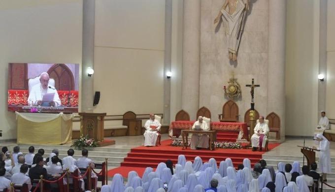 """""""Nie powinniśmy obawiać się coraz większej inkulturacji Ewangelii"""" – powiedział Franciszek podczas spotkanie z kapłanami, zakonnikami, osobami konsekrowanymi, seminarzystami i katechetami w parafii św. Piotra <a class=""""mh-excerpt-more"""" href=""""https://www.zyciezakonne.pl/wiadomosci/swiat/papiez-spotkal-sie-z-tajlandzkim-duchowienstwem-91191/"""" title=""""Papież spotkał się z tajlandzkim duchowieństwem"""">[...]</a>"""
