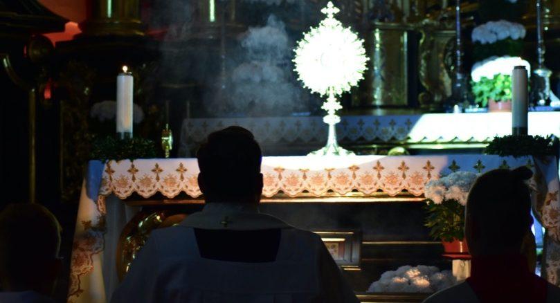 """15 listopada br., wtuchowskiej bazylice odbyło się kolejne czuwanie młodzieżowe zserii """"Droga wewnętrzna"""". Tym razem patronował nam św.Marek Ewangelista."""