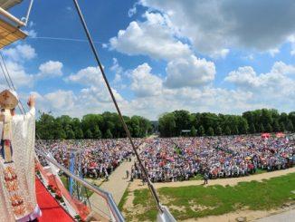 Jasną Górę nawiedziło w 2019 roku blisko 4 mln 400 tys. pielgrzymów. W 190 ogólnopolskich pielgrzymkach wzięło udział 752 tys. 360 osób.