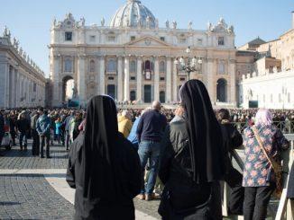 W Watykanie trwa analiza przypadków nadużyć seksualnych wobec zakonnic – ujawnił prefekt Kongregacji ds. Instytutów Życia Konsekrowanego i Stowarzyszeń Życia Apostolskiego