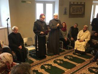 """Bp Damian Muskus OFM odwiedził społeczność muzułmańską w Krakowie. """"Chciałbym, aby łączyło nas umiłowanie dobra, abyśmy dawali wspólne świadectwo porozumienia mimo różnic, świadectwo otwarcia i <a class=""""mh-excerpt-more"""" href=""""https://www.zyciezakonne.pl/wiadomosci/kraj/krakow-pierwsza-wizyta-biskupa-w-centrum-muzulmanskim-92459/"""" title=""""Kraków: pierwsza wizyta biskupa w centrum muzułmańskim"""">[...]</a>"""