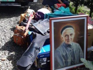 """16 stycznia 2020 roku, s. Margherita Tiburzi powiadomiła, że trwa ewakuacja miasta Tagaytay, więc także nasze siostry pakują, co się da, i przenoszą się do <a class=""""mh-excerpt-more"""" href=""""https://www.zyciezakonne.pl/wiadomosci/swiat/wiadomosc-od-urszulanek-z-filipin-trwa-ewakuacja-tagaytay-92309/"""" title=""""Wiadomość od Urszulanek z Filipin – Trwa ewakuacja Tagaytay"""">[...]</a>"""