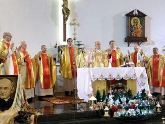 """15 stycznia 2020 roku w kościele parafialnym pw. św. Teresy od Dzieciątka Jezus w Kleosinie odbyła się uroczystość ku czci św. Arnolda Janssena – założyciela <a class=""""mh-excerpt-more"""" href=""""https://www.zyciezakonne.pl/wiadomosci/kraj/uroczystosc-sw-arnolda-jannsena-w-kleosinie-92338/"""" title=""""Uroczystość św. Arnolda Jannsena w Kleosinie"""">[...]</a>"""