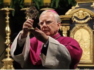 W niedzielę 29 marca abp Marek Jędraszewski nawiedził Sanktuarium Pasyjno-Maryjne w Kalwarii Zebrzydowskiej i zawierzył Archidiecezję Krakowską opiece Matki Bożej Kalwaryjskiej.