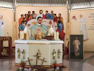 O cudach, relikwiach i tańcu radości za dar Jana Pawła II opowiada ks. Łukasz Kobielus SMA, budowniczy pierwszej parafii w Afryce poświęconej świętemu Polakowi.