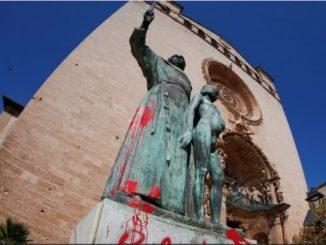 """Katolicy archidiecezji San Francisco zgromadzili się przed cokołem, z którego 19 czerwca obalony został pomnik św. Junipera Serry. Pod przewodnictwem swego biskupa uczestniczyli w nabożeństwie <a class=""""mh-excerpt-more"""" href=""""https://www.zyciezakonne.pl/wiadomosci/swiat/usa-modlitwa-i-egzorcyzm-przed-obalonym-pomnikiem-sw-junipera-95917/"""" title=""""USA: Modlitwa i egzorcyzm przed obalonym pomnikiem św. Junipera"""">[...]</a>"""